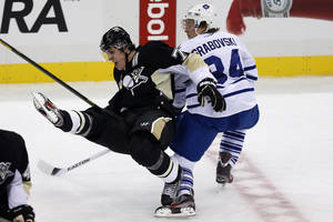 photo - Pittsburgh Penguins center Evgeni Malkin (71) collides with Toronto Maple Leafs center Mikhail Grabovski (84) during the third period of an NHL hockey game in Pittsburgh, Wednesday, Jan. 23, 2013. The Maple Leafs won 5-2. (AP Photo/Gene J. Puskar)