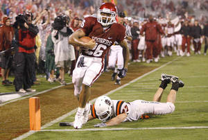 photo - OU freshman Jonathan Miller scores a touchown against Idaho State. Photo by Bryan Terry, The Oklahoman