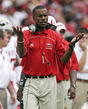 photo -   Western Kentucky Coach Willie Taggart reacts after a score by Alabama in the first half of an NCAA college football game at Bryant Denny Stadium in Tuscaloosa, Ala., Saturday, Sept. 8, 2012. (AP Photo/Dave Martin)