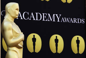 photo - FILE - In this March 5, 2010 file photo, an Oscar statue stands on the red carpet outside the Kodak Theatre as preparations continue for the 82nd Academy Awards in Los Angeles, Calif. The motion picture academy says it&#039;s extending the deadline for members to vote for the Academy Awards to Jan. 4,  2013, following criticism of its new electronic voting system. The 85th annual Academy Awards are scheduled for Feb. 24, 2013. (AP Photo/Amy Sancetta, File)