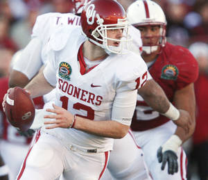 Photo - Oklahoma's Landry Jones had a strong performance in the Sooners' 31-27 Sun Bowl win, throwing for three touchdowns and 418 yards. Photo by Chris Landsberger, The Oklahoman