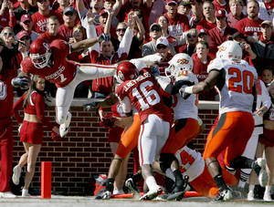 photo - OU running back DeMarco Murray scores a touchdown during last season's win over Oklahoma State. PHOTO BY SARAH PHIPPS, THE OKLAHOMAN ARCHIVE