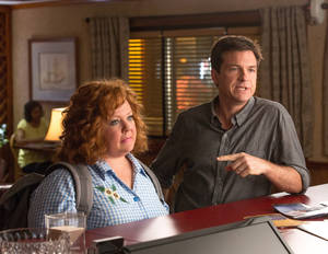 "Photo - Jason Bateman and Melissa McCarthy in a scene from ""Identity Thief."" UNIVERSAL PICTURES PHOTO"