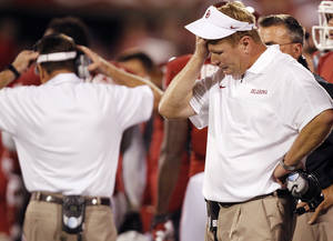 Photo - Mike Stoops reacts during the college football game between the University of Oklahoma Sooners (OU) and the Kansas State University Wildcats (KSU) at the Gaylord Family-Memorial Stadium on Saturday, Sept. 22, 2012, in Norman, Okla. Photo by Chris Landsberger, The Oklahoman