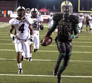 Photo -   Baylor receiver Tevin Reese, right, scores past Louisiana-Monroe defender Rob'Donovan Lewis, left, in the first half of an NCAA college football game on Friday Sept. 21, 2012, in Monroe, La. (AP Photo/Waco Tribune-Herald, Duane A. Laverty)