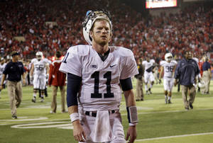 photo -   Penn State quarterback Matthew McGloin walks off the field following an NCAA college football game against Nebraska, Saturday, Nov. 10, 2012, in Lincoln, Neb. Nebraska won 32-23. (AP Photo/Nati Harnik)