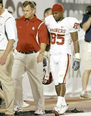photo - OU's Ryan Broyles leaves the field during the first half of the Miami game Oct. 3. Photo by Bryan Terry