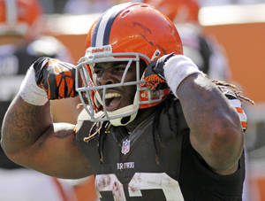 Photo -   Cleveland Browns running back Trent Richardson flexes after scoring on a pass reception in the second half of an NFL football game against the Cincinnati Bengals, Sunday, Sept. 16, 2012, in Cincinnati. (AP Photo/Tom Uhlman)