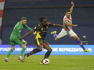 Photo - ,Belgium's Romelu Lukaku, center, shoots to score opening goal against Croatia during their group A World Cup qualifying soccer match in Zagreb, Croatia, Friday, Oct. 11, 2013. (AP Photo/Darko Bandic)