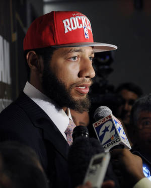 Photo -   FILE - In this June 29, 2012, file photo, Houston Rockets first-round draft pick Royce White speaks with the media at a newws conference in Houston. White already missed the first week of NBA basketball training camp. He has asked the team to help him cope with his anxiety disorder and his fear of flying. (AP Photo/Pat Sullivan, File)