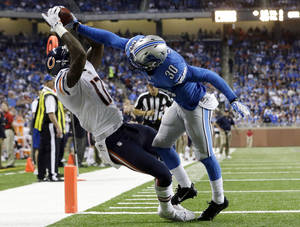 Photo - Chicago Bears wide receiver Alshon Jeffery (17), defended by Detroit Lions cornerback Darius Slay (30), scores on a 14-yard reception during the fourth quarter of an NFL football game at Ford Field in Detroit, Sunday, Sept. 29, 2013. (AP Photo/Paul Sancya)