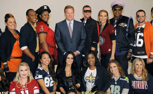 photo -   Commissioner Roger Goodell, center, is surrounded by one fan from each of the league's 32 teams who were chosen to take part in the NFL's Back to Football Photo Day, Tuesday, Sept. 4, 2012, in New York. (AP Photo/Henny Ray Abrams)