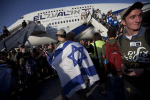 Photo -   New Jewish immigrants from U.S. arrive at the Ben Gurion airport near Tel Aviv, Israel, Tuesday, Aug. 14, 2012. A total of 350 immigrants arrived on the flight from the U.S. Tuesday, and were welcomed by Israel's Prime Minister Benjamin Netanyahu in a ceremony at the airport. Over 100 of the new immigrants are expected to join the Israel Defense Forces in the upcoming month. (AP Photo/Oded Balilty)