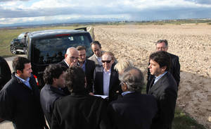 "photo - FILE - In this photo released by the Madrid Regional Government on May 6,  2012,  CEO of Las Vegas Sands Corp. Sheldon Adelson, centre with sunglasses, talks with delegates while visiting Alcorcon on the outskirts of Madrid. Las Vegas Sands casinos and Madrid officials have chosen the town of Alcorcon on the outskirts of the Spanish capital as the site for the multi-billion dollar ""EuroVegas"" casino project, which authorities hope will bring much needed jobs and investment to the recession-wracked country. The announcement made Friday Feb. 8, 2013 stated that the entire project, initially comprising 12 hotels and six casinos, is to be finished by 2023 at an estimated cost of euro 22 billion. Las Vegas Sands is to fund 35 percent of the project. It is not clear where the remaining 65 percent will come from. Spain has a swollen deficit and 26 percent unemployment. (AP Photo/Comunidad de Madrid, File)"