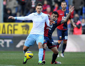 photo - Lazio's Miroslav Klose, of Germany, left, vies for the ball with Genoa's Francelin Matuzalem of Brazil during a Serie A soccer match between Genoa and Lazio, at Genoa's Luigi Ferraris stadium,  Italy, Sunday, Feb 3, 2013. (AP Photo/Francesco Pecoraro)