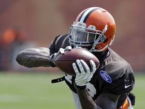 Photo - Cleveland Browns wide receiver Josh Gordon makes a catch during practice at the team's NFL football training facility in Berea, Ohio Wednesday, Aug. 21, 2013. (AP Photo/Mark Duncan)