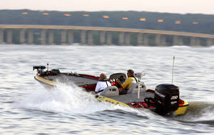Photo - Pro angler Rick Ash leaves the docks during the 2007 Sooner Run at Grand Lake. <strong>MATT STRASEN</strong>