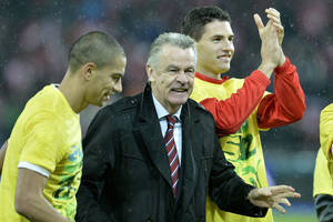 Photo - Switzerland's Goekhan Inler, head coach Ottmar Hitzfeld and Fabian Schaer, from left, celebrate after the FIFA World Cup 2014 group E qualifying soccer match between Switzerland and Slovenia at the Stade de Suisse stadium in Bern, Switzerland, Tuesday, October 15, 2013. (AP Photo/Keystone/Peter Schneider)