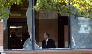 photo -   Middlesex County prosecutor Bruce Kaplan inspects the scene of a shooting at a Pathmark grocery store in Old Bridge, N.J., Friday, Aug. 31, 2012. An employee of the supermarket opened fire at the closed store early Friday as a dozen or more colleagues worked inside, killing two of them and himself, Kaplan said. (AP Photo/Julio Cortez)  