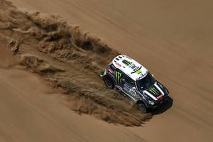 Photo - Mini driver Stephane Peterhansel and co-pilot Jean Paul Cottret, both of France, race through the dunes during the twelfth stage of the Dakar Rally between the cities of El Salvador and La Serena, Chile, Friday, Jan. 17, 2014. (AP Photo/Frederic Le Floch, Pool)