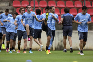 Photo - Uruguayan players attend their last training session before their first World Cup match at Arena do Jacare Stadium in Sete Lagoas, Brazil, Thursday, June 12, 2014.  (AP Photo/Bruno Magalhaes)