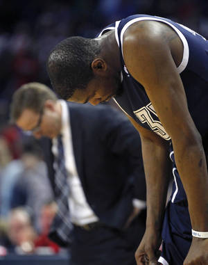Photo - OKC's Kevin Durant, frontm, and coach Scott Brooks lower their beds in the final minute of the Thunder's 101-89 loss on Monday to New Orleans.                   AP Photo