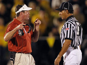 photo - Bob Stoops argues with the officials during the second half of the college football game between the University of Oklahoma Sooners ( OU) and the University of Missouri Tigers (MU) on Saturday, Oct. 23, 2010, in Columbia, Mo. Oklahoma lost the game 36-27. Photo by Chris Landsberger, The Oklahoman.
