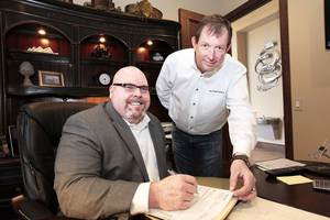 Photo - Mike McGuire, left, and Jerry Hunter  have started a new company, based in Edmond, called Hunter McGuire Capital Management.  Photo By David McDaniel, The Oklahoman