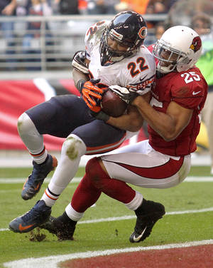 Photo - Chicago Bears running back Matt Forte (22) scores a touchdown as Arizona Cardinals free safety Kerry Rhodes (25) defends during the first half of an NFL football game, Sunday, Dec. 23, 2012, in Glendale, Ariz. (AP Photo/Paul Connors)