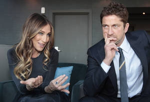 photo - U.S. actress Sarah Jessica Parker, left, and Scottish actor Gerard Butler are interviewed by the Associated Press, ahead of hosting the Nobel Peace Prize Concert in Oslo, Norway, Tuesday Dec. 11, 2012. The Nobel Peace Prize Committee awarded the prize to the European Union for its efforts to promote peace and democracy in Europe, despite being in the midst of its biggest crisis since the bloc was created in the 1950's. (AP Photo/Yves Logghe)