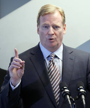 Photo -   NFL Commissioner Roger Goodell responds to a question during a news conference where he and Chicago Mayor Rahm Emanuel recognized Soldier Field as the only NFL stadium to become a LEED-certified green building, Thursday, May 31 2012, in Chicago. (AP Photo/Charles Rex Arbogast)