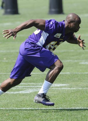 photo -   Minnesota Vikings NFL football running back Adrian Peterson, left, works out for trainer Eric Sugarman during the first day of minicamp, Tuesday, June 19, 2012, in Eden Prairie, Minn. Peterson is recovering from knee surgery for a torn ACL suffered last season. (AP Photo/Jim Mone)
