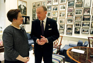photo -   FILE - In a May 13, 2010 file photo, Sen. Arlen Specter, R-Pa., right, meets with Supreme Court nominee Solicitor General Elena Kagan on Capitol Hill in Washington. Former U.S. Sen. Arlen Specter, longtime Senate moderate and architect of one-bullet theory in JFK death, died Sunday, Oct. 14, 2012. He was 82.(AP Photo/Alex Brandon, File)