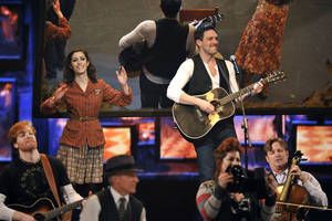 "Photo -   Cristin Milioti, left, and Steve Kazee perform in a scene from ""Once"" at the 66th Annual Tony Awards on Sunday June 10, 2012, in New York. (Photo by Charles Sykes /Invision/AP)"