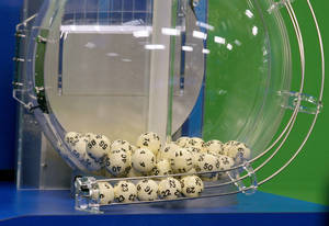 photo - Powerball numbers are chosen in the drawing at the Florida Lottery on Wednesday, Nov. 28, 2012, in Tallahassee, Fla. The numbers drawn in the $579.9-million game were: 5, 16, 22, 23, 29 and Powerball of 6. (AP Photo/Phil Sears)