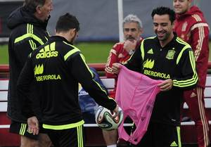 Photo - Spanish player Xavi Hernandez, right, smiles during a training session at the Atletico Paranaense training center in Curitiba, Brazil, Friday, June 20, 2014. Spain will play in group B of the Brazil 2014 World Cup. (AP Photo/Manu Fernandez)