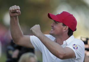 Photo -   USA's Keegan Bradley reacts on the 17th hole after winning a four-ball match 2&1 at the Ryder Cup PGA golf tournament Friday, Sept. 28, 2012, at the Medinah Country Club in Medinah, Ill. (AP Photo/Charlie Riedel)