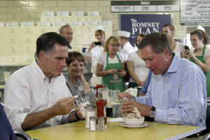 Photo -   Republican presidential candidate, former Massachusetts Gov. Mitt Romney, eats ice cream with Ohio Gov. John Kasich, Tuesday, Aug. 14, 2012 at Tom's ice cream in Zanesville, Ohio. (AP Photo/Mary Altaffer)