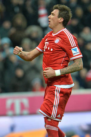 Photo - Bayern's Mario Mandzukic of Croatia celebrates after scoring during  the German first division Bundesliga soccer match between FC Bayern Munich and Hamburger SV  in Munich, Germany, Saturday, Dec. 14, 2013. (AP Photo/Kerstin Joensson)