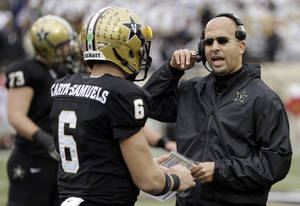 Photo - Vanderbilt head coach James Franklin talks with quarterback Austyn Carta-Samuels (6) in the first quarter of an NCAA college football game against Georgia on Saturday, Oct. 19, 2013, in Nashville, Tenn. (AP Photo/Mark Humphrey)