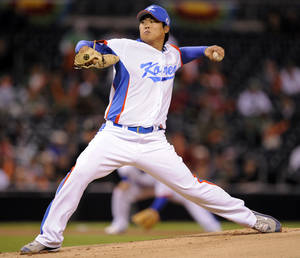 photo -   FILE - In this March 15, 2009, file photo, South Korea starter Ryu Hyun-jin pitches in the first inning against Mexico during a World Baseball Classic game in San Diego. The Los Angeles Dodgers have bid nearly $26 million for a chance to sign Ryu, the Hanwha Eagles of the Korea Baseball Organization said Saturday, Nov. 10, 2012. (AP Photo/Mark J. Terrill)
