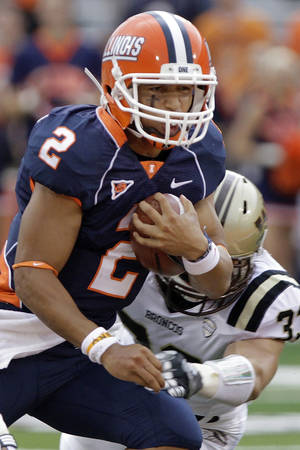 photo -   llinois quarterback Nathan Scheelhaase (2) runs with the ball against Western Michigan safety Justin Currie (33) during the first half of an NCAA college football game Saturday, Sept. 1, 2012 in Champaign, Ill. Illinois defeated Western Michigan 24-7. (AP Photo/Seth Perlman)