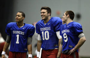 Photo - Oklahoma's Kendal Thompson (1), Blake Bell (10) and Trevor Knight (9) watch drills during a Sugar Bowl practice at the New Orleans Saints' football practice facility, Tuesday, Dec. 31, 2013, in New Orleans. Photo by Sarah Phipps, The Oklahoman