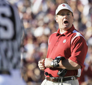 Photo - Oklahoma coach Bob Stoops said the Sooners aren't worrying about style points tonight against OSU. AP Photo