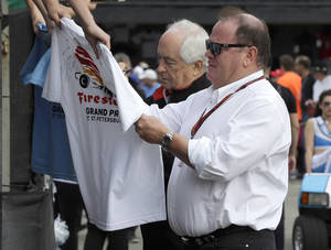 Photo - Car owners Roger Penske, left, and Chip Ganassi sign autographs for fans before practice for the IndyCar Firestone Grand Prix of St. Petersburg auto race Friday, March 28, 2014, in St. Petersburg, Fla. The race takes place on Sunday. (AP Photo/Chris O'Meara)