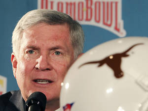 Photo - Texas head coach Mack Brown answers a question during a news confercen for the Alamo Bowl NCAA college football game at Sonterra Country Club on Thursday, Dec. 6, 2012 in San Antonio, Texas. The Longhorns play Oregon State on Saturday, Dec. 29.  (AP Photo/San Antonio Express-News, Kin Man Hui) RUMBO DE SAN ANTONIO OUT; NO SALES