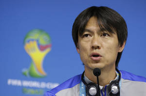 Photo - South Korea national soccer team coach Hong Myung-bo answers reporter's question during a press conference the day before the group H World Cup soccer match between South Korea and Belgium at the Itaquerao Stadium in Sao Paulo, Brazil, Wednesday, June 25, 2014.  (AP Photo/Lee Jin-man)