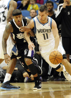 Photo -   Sacramento Kings' Isaiah Thomas, left, hooks the arm of J.J. Barea, right, in the second half of an NBA basketball game Friday, Nov. 2, 2012 in Minneapolis. Barea led the Timberwolves with 21 points in their 92-80 win. Thomas led the Kings with 20 points. (AP Photo/Jim Mone)