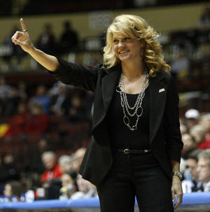 photo - OU coach Sherri Coale instructs her team during the women's college basketball Big 12 Championship tournament game between the University of Oklahoma and Texas Tech in Kansas City, Mo., Wednesday, March 9, 2011.  Photo by Bryan Terry, The Oklahoman