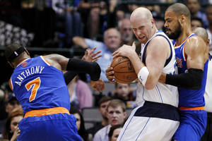 Photo -   New York Knicks' Carmelo Anthony (7) and Tyson Chandler, right, defend against Dallas Mavericks' Chris Kaman in the first half of an NBA basketball game, Wednesday, Nov. 21, 2012, in Dallas. (AP Photo/Tony Gutierrez)